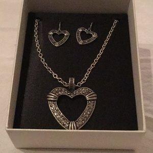 🌹NWT  Liz Claiborne Marcasite Necklace Set 🌹
